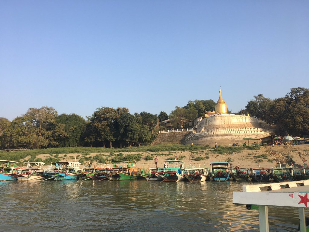 boats in bagan